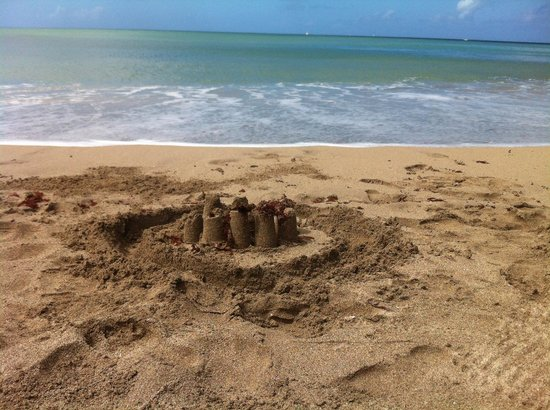 Calabash Cove Resort and Spa : Left behind a sand castle !!!