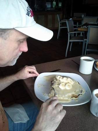 Kalypso Island Bar and Grill: Nac Nut Banana Pancakes...It's a BIG stack!