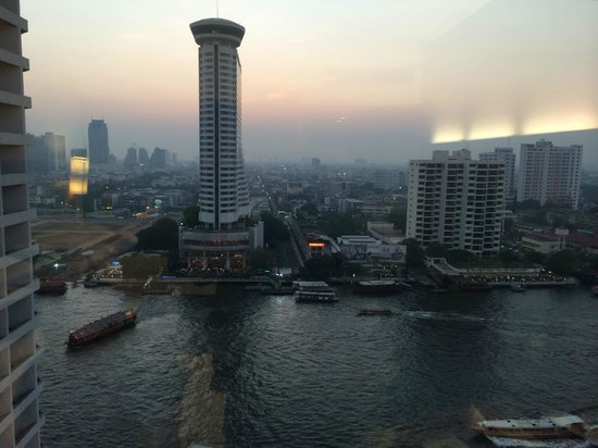 Royal Orchid Sheraton Hotel & Towers: Room view to the Hilton over the river