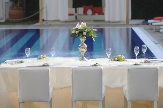 Blanco: matrimonio in piscina
