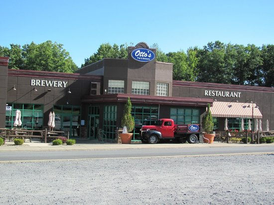 Fairfield Inn & Suites State College: Otto's Restaurant & Brewery