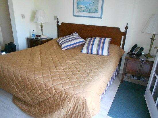 Fourways Inn : Bed