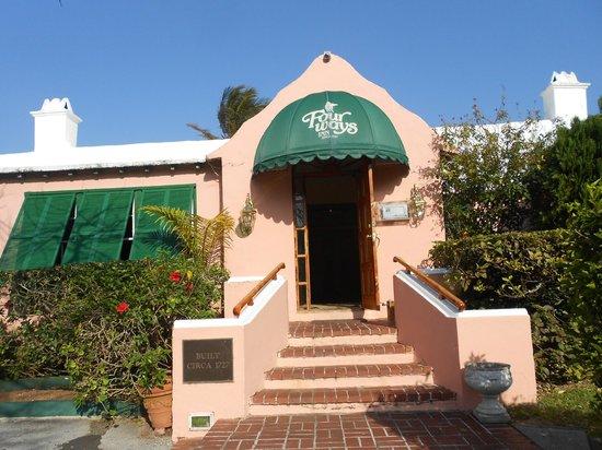 Fourways Inn : Main Entrance for hotel and restaurant
