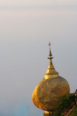 Kyaiktiyo Pagoda: Golden Rock