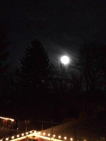 Adobe and Pines Inn B&B: We had a beautiful full moon