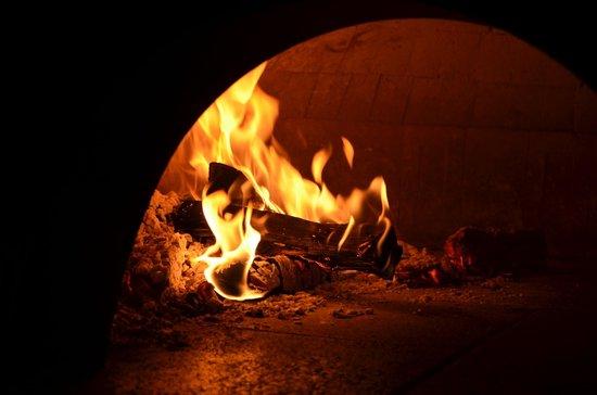 Claudio Pizzeria: Specialità cotte nel forno a legna