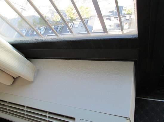 Clarion Resort Fontainebleau Hotel - Oceanfront : Condensation on the AC/Heater unit