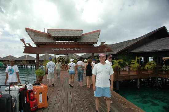 Sipadan Water Village Resort Mabul Island: Приехали