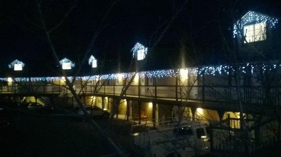 Fireside Lodge: outside view