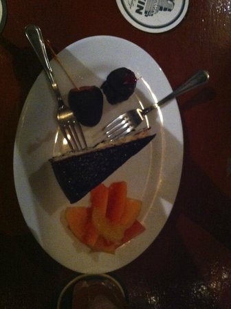 Coconut Reef Caribbean Trattoria: The complimentary blackberry cheesecake