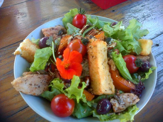 Zucchini Restaurant: Chicken and Haloumi salad - fresh and beautifully presented