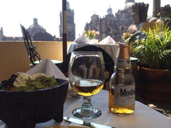La Casa de las Sirenas: Lovely view, guacamole and cerveza!