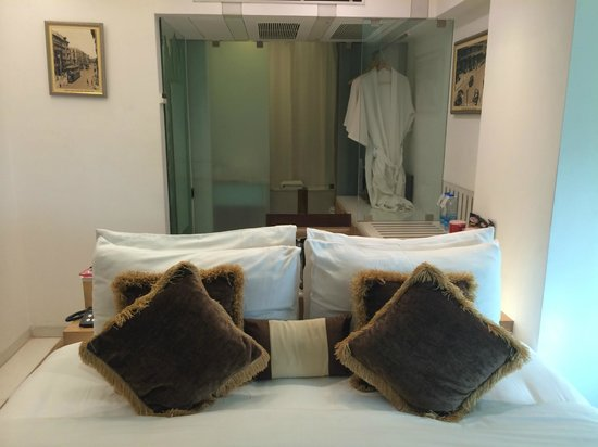Hotel Bawa Continental: Mumbai theme room