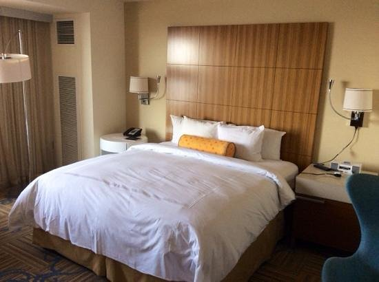 JW Marriott Los Angeles L.A. LIVE: Very spacious with King bed