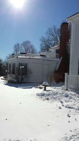 The Inn at Ormsby Hill: Lots of Vermont snow, but nice and warm inside.