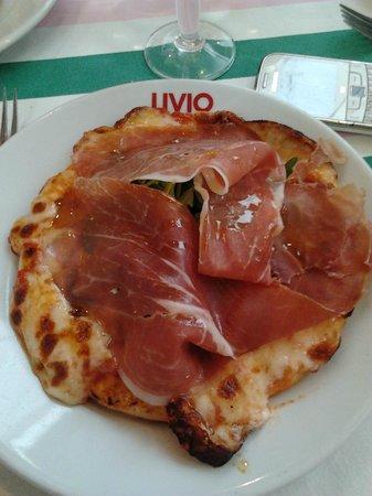 Chez Livio : Une pizza Parme et Roquette. Hmmmmm de l'huile!