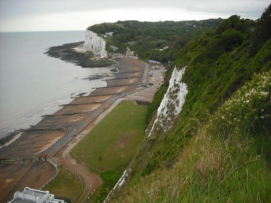 St Margaret's Bay Beach: Looking down from the cliff tos