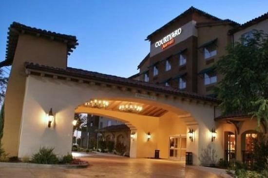 Courtyard Paso Robles: entrance