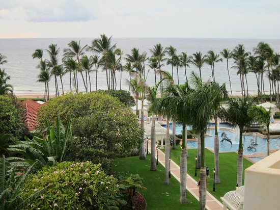 Grand Wailea - A Waldorf Astoria Resort: view from room; beach