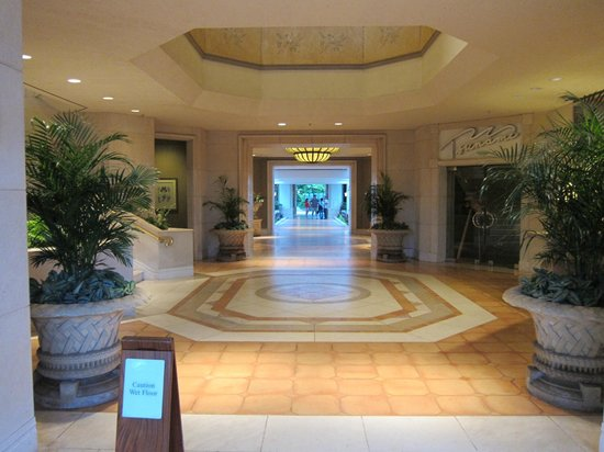 Grand Wailea - A Waldorf Astoria Resort: random hallway