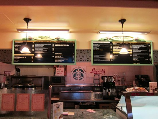 Grand Wailea - A Waldorf Astoria Resort: Starbucks & Add'l menu in one of the cafes (nice covered outdoor seating)