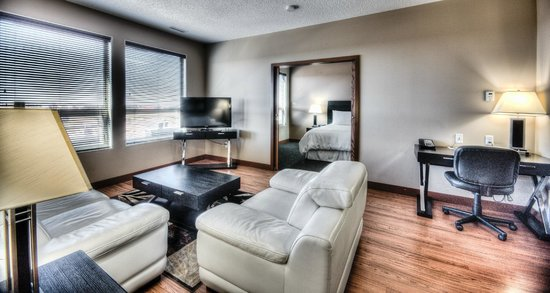Podollan Rez-idence Grande Prairie: 2 Bedrooms with 2 double beds and 1 King
