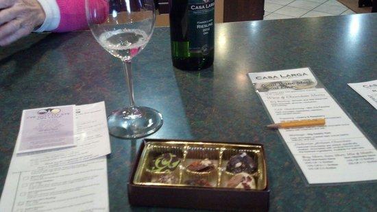 Casa Larga Vineyards: Wine and chocolate tasting...delicious!