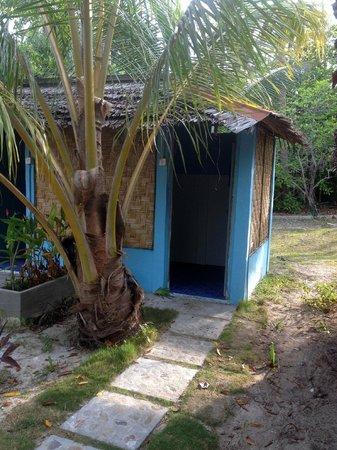Mutiara Beach Guesthouse: Bathroom