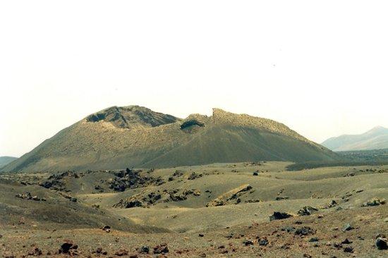 Raven's Volcano: cuervo