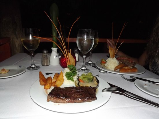 Natura Park Beach - EcoResort & Spa : steak house