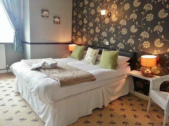 Holmlea: Madrid - Superior Kingsize Room Ensuite Bath