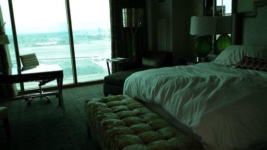 Four Seasons Hotel Las Vegas: 39th Floor Standard King Room!
