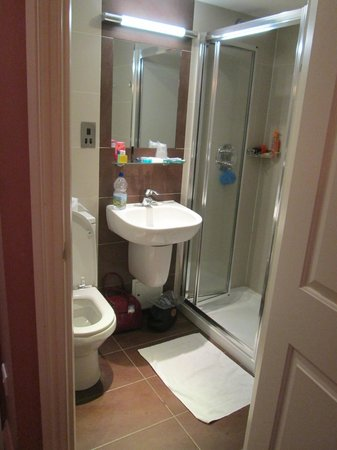Judd Hotel: Our Private Bath