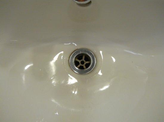 Ibis Styles Blackpool : lavabo avec des poils