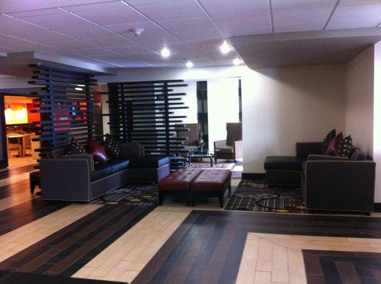 New Cumberland Hotel : Lobby Seating Area