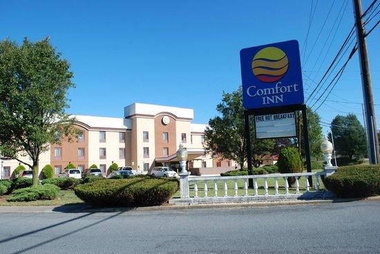 Comfort Inn: Exterior Front