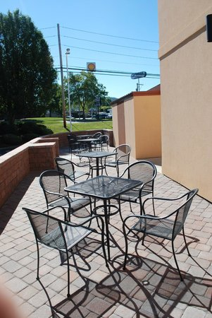 New Cumberland Hotel : Outdoor Patio