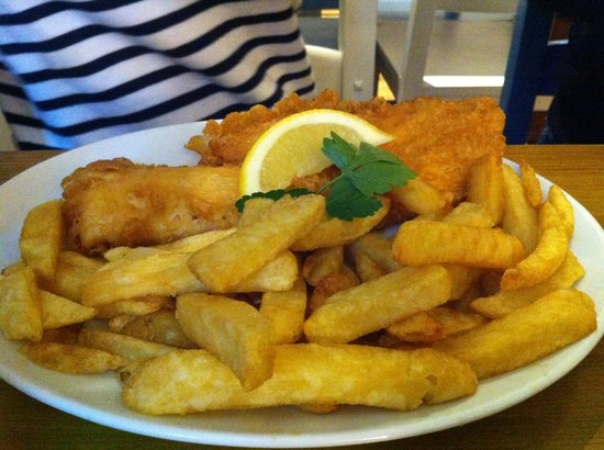 Harbour Lights Restaurant : The standard fish and chips. Scoffed down with delight.