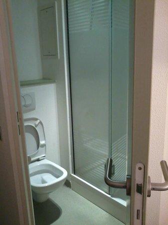 ibis budget Antibes Sophia Antipolis : Bathroom