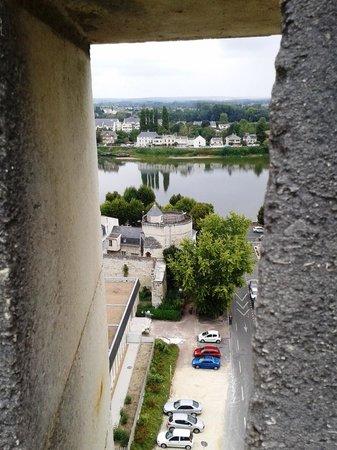 Château de Saumur : Vue d'une meurtrière
