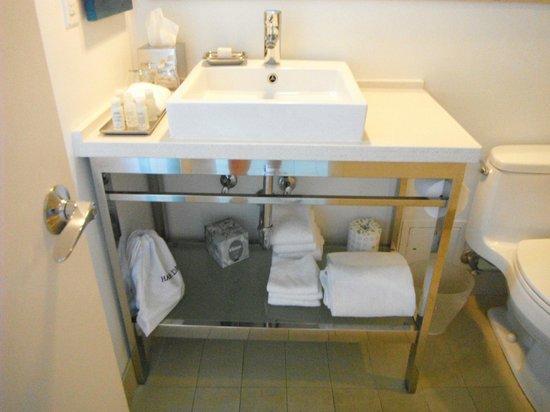 Sonesta Fort Lauderdale Beach : Modern bath