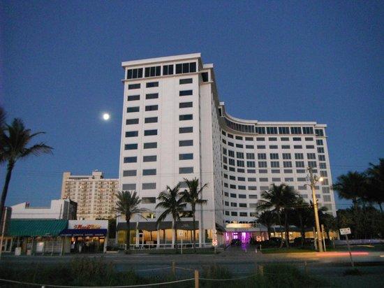 Sonesta Fort Lauderdale Beach : Moonrise over B Ocean