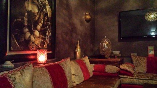 Dar Sholmes: Lounge area