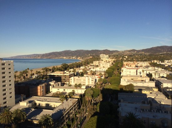 Huntley Santa Monica Beach : Breakfast view from penthouse restaurant