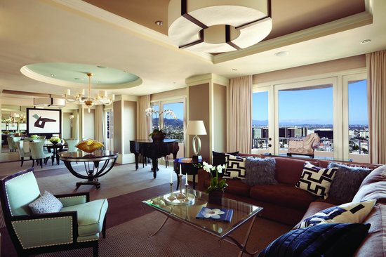 The presidential suite west living room picture of four for The family room los angeles