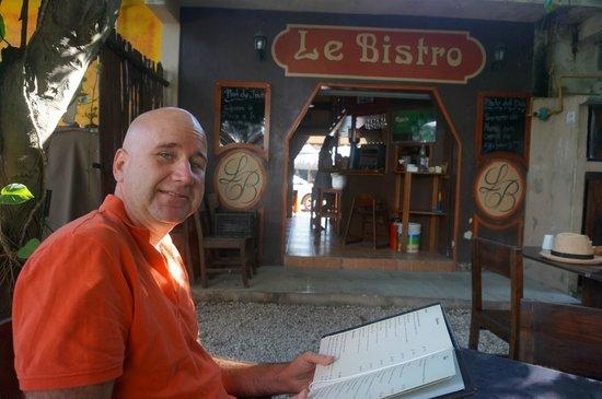 Le Bistro: Back courtyard