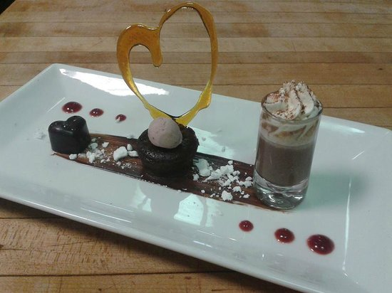 Bistro Detour: Chocolat maison au tia maria, mi-cuit au chocolat et