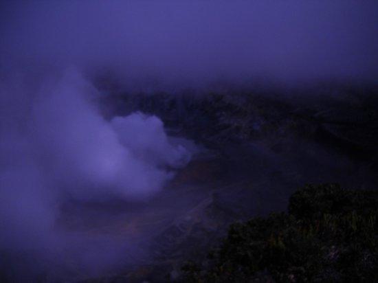 Poas Volcano: el volcán siempre humeante