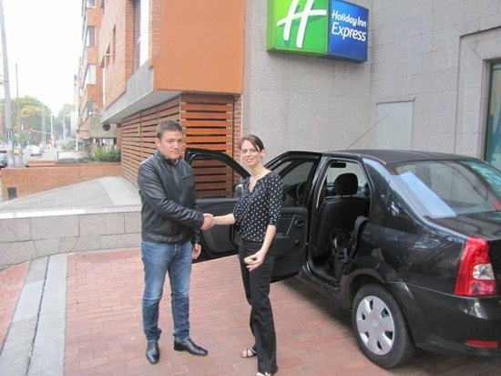 Holiday Inn Express Bogota: Taxi Pickup by the hotel entrance