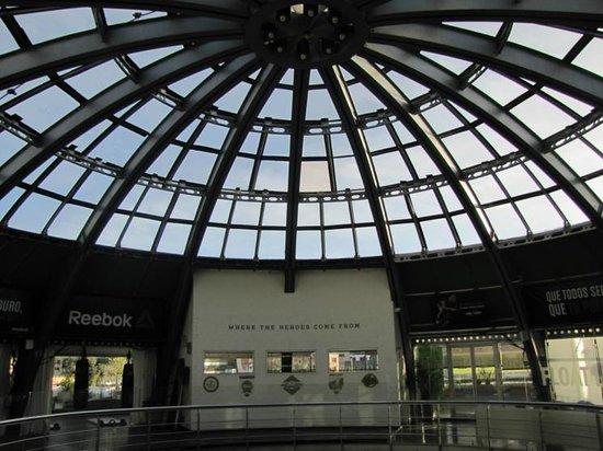 Holiday Inn Express Bogota: Shopping center's ceiling